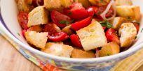 סלט עגבניות ולחם